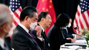 Поспорили о протоколе: делегации США и Китая остались недовольны встречей в…
