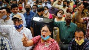 Банковские служащие Индии вышли на…