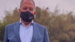 Лавров в Китае надел маску с надписью FCKNG…