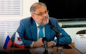 """Хазин пояснил, скажется ли на России огромная """"пробка"""" в Суэцком…"""