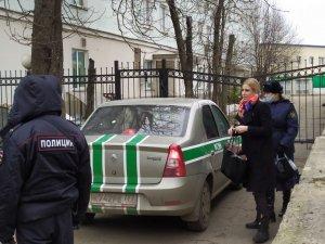 Обвинение считает, что Соболь нанесла травму женщине, в квартиру которой она…