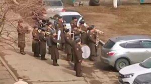 Концерт росгвардейцев под окнами ветерана восхитил воспитанников детского сада…