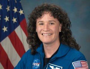 Ищите женщину: космонавты рассказали, кто мог просверлить дыру на МКС   (Космонавт…