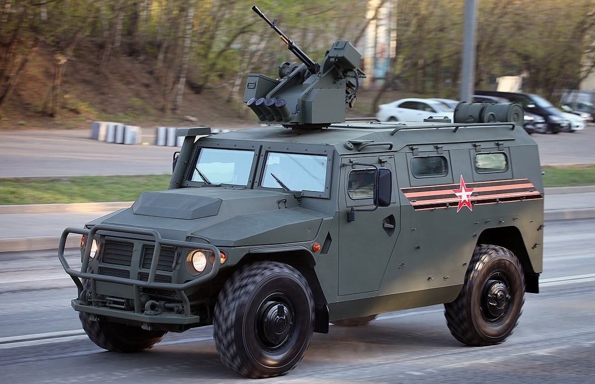 что них гражданские бронеавтомобили фото брюнетка