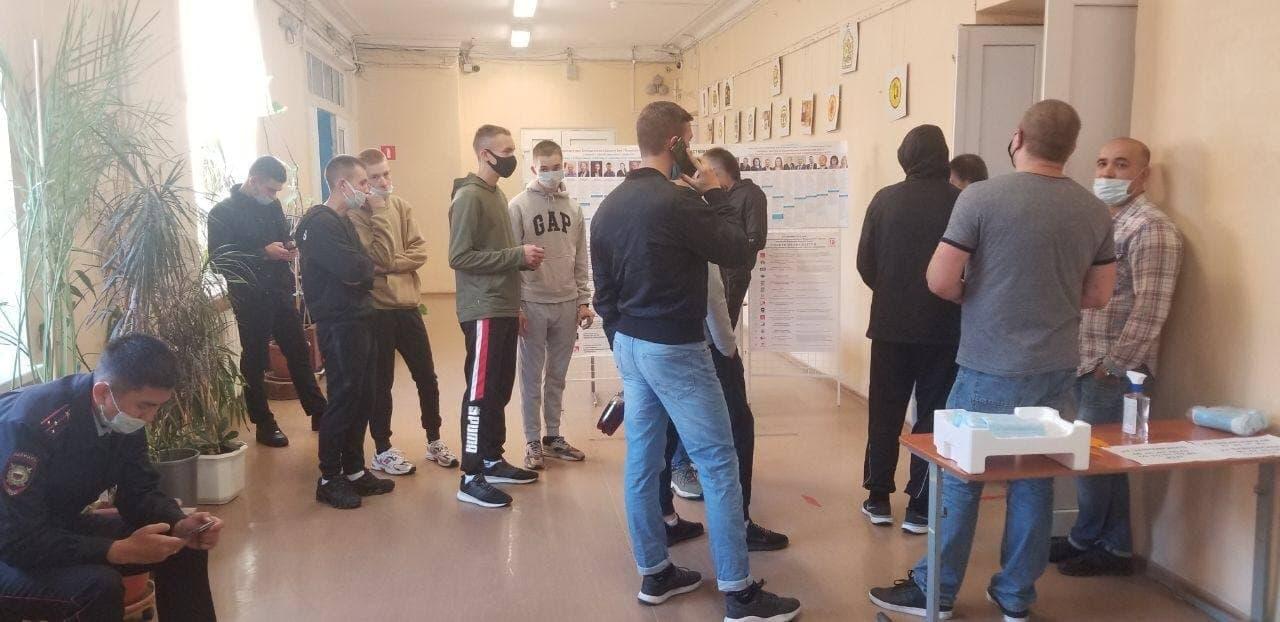 На УИКах Петербурга препятствуют трансляции выборов в Facebook