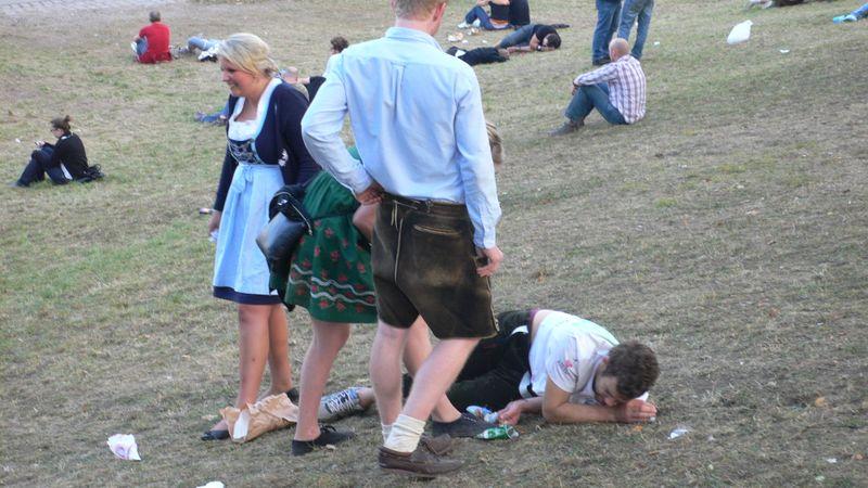 ткань наряда писающие женщины скрытой камерой на пивных фестивалях сможете